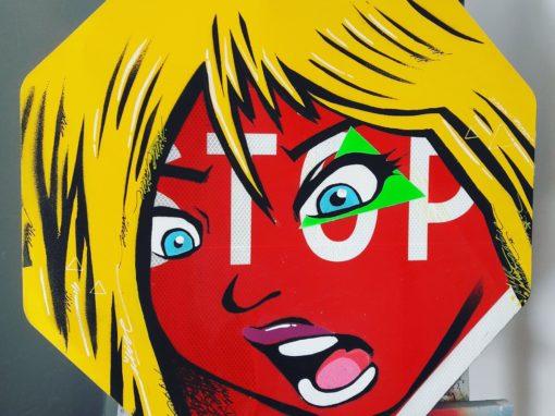 Panneau STOP BABY – street art